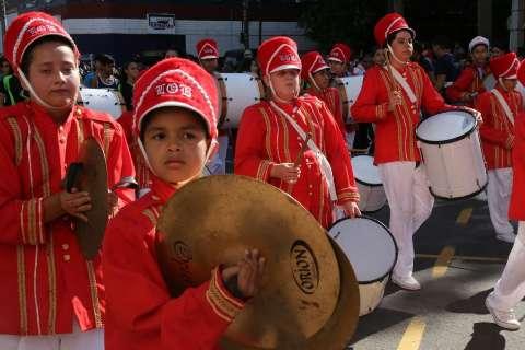 Desfile cívico atrai 35 mil pessoas e lota as arquibancadas na 14 de Julho