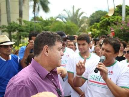 Após protesto, Prefeitura decide ouvir servidores e tentar evitar greve
