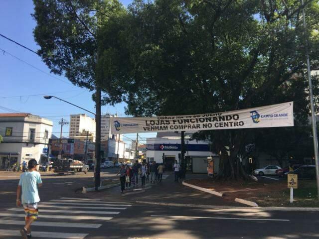 Aviso na Afonso Pena com a Rua 14 de Julho. (Foto: Danielle Valentim)