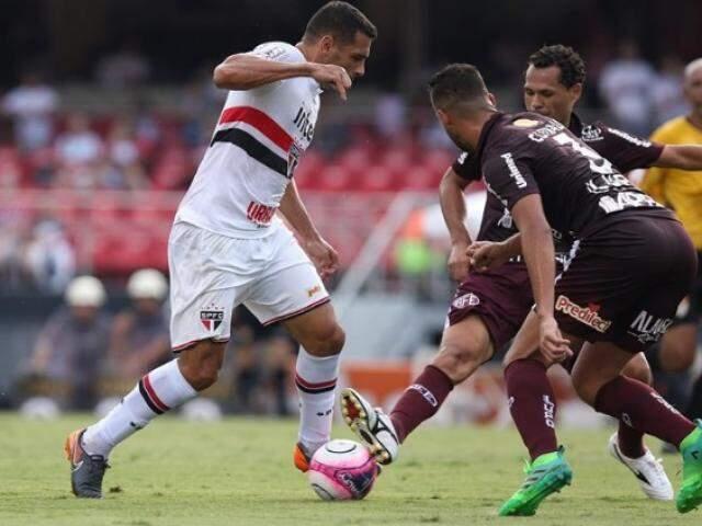 O São Paulo está com a classificação em risco no paulistão, e ainda sobre a incerteza da permanência do técnico Dorival Júnior no cargo. (Foto: Marcos Ríboli/GE)
