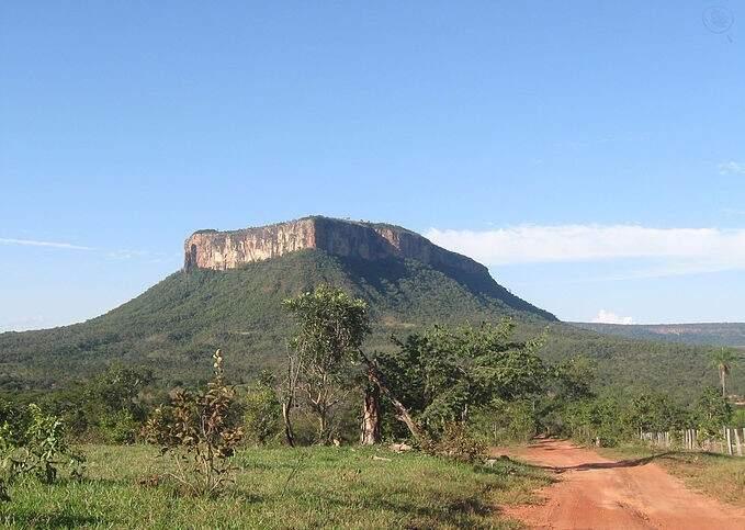 O Morro de São Sebastião, símbolo da Comunidade Quilombola Furnas da Boa Sorte, em Corguinho (Foto: Reprodução)