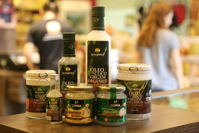 Há vários tamanhos e tipos de óleo de coco, inclusive, orgânico. (Foto: Fernando Antunes)