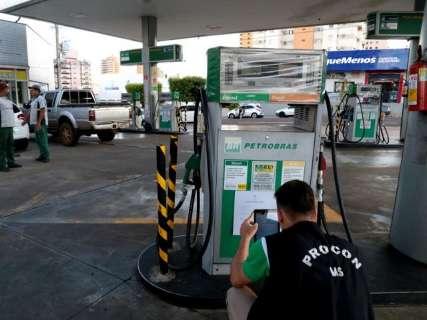 Procon vê preço da gasolina estabilizado entre R$ 4,04 e R$ 4,39 na Capital