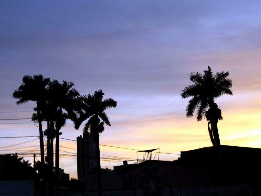Céu de Campo Grande nas primeiras horas do dia (Foto: Saul Schramm)