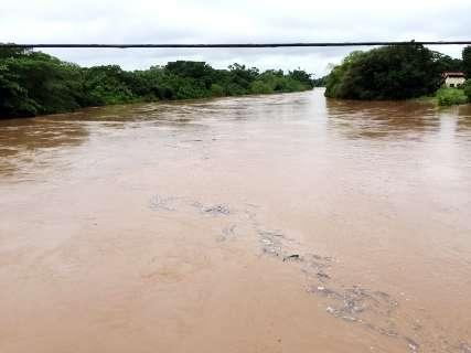 Chuva constante coloca quatro rios do Estado em nível de alerta, diz Imasul