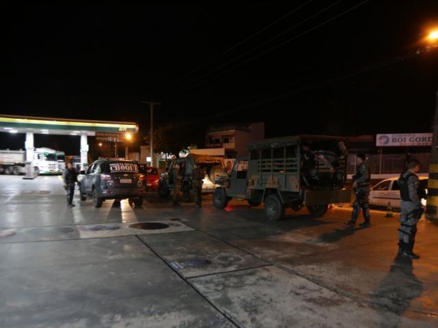 Maioria das escoltas foi direcionada para acompanhar caminhões para transporte de combustível (Foto: Fernando Antunes)