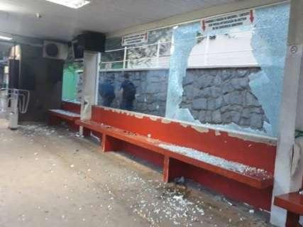Vândalos quebram vidro de estação do Peg Fácil durante a madrugada