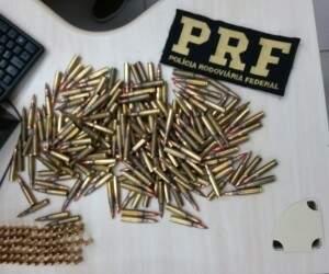 Munições de fuzil apreendidas com o empresário (Foto: PRF/Divulgação)