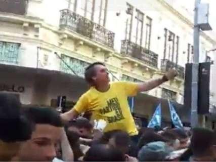 Bolsonaro é esfaqueado durante ato de campanha em Juiz de Fora
