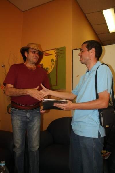 Douglas e no camarim de Almir Sater. (Foto: Arquivo Pessoal)