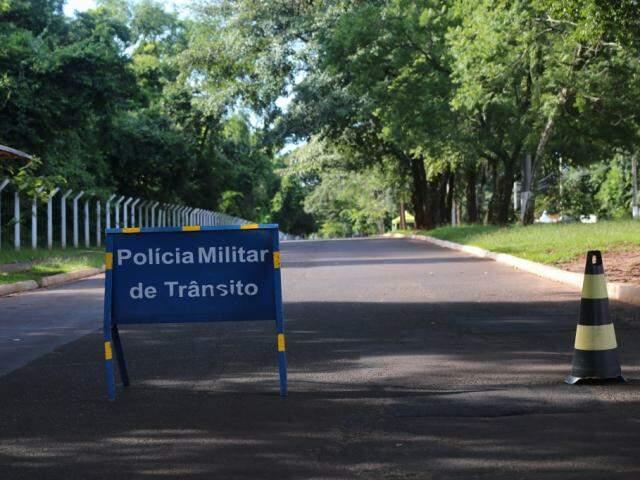 Rua do Parque dos Poderes, fechada para trânsito de veículos. (Foto: Marcos Ermínio/Arquivo).