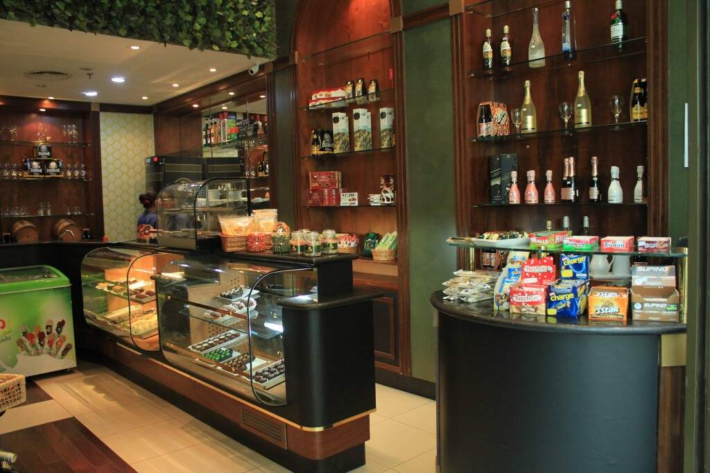 Interior da Ferrandin Café Bar no Bosque dos Ipês. (Foto: Marina Pacheco)