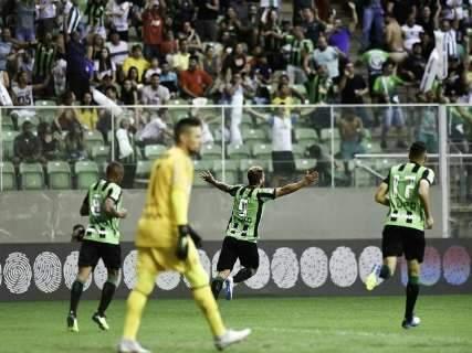 Flamengo fica no empate com América-MG e vê aumentar distância para o líder