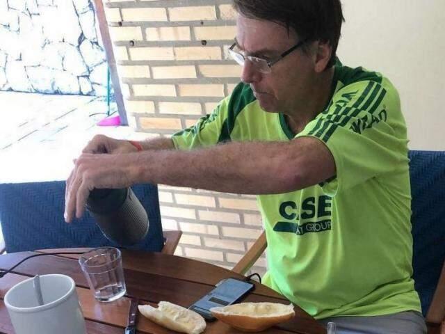 Junção da massa com o derivado de leite ficou ganhou a atenção dos brasileiros desde que Bolsonaro postou na internet uma foto do café da manhã. (Foto: Reprodução)