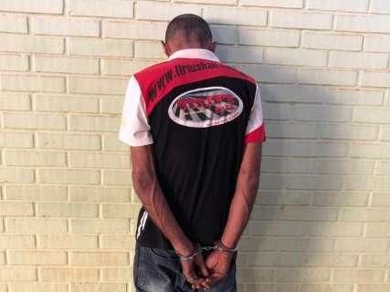 Ladrão aponta arma para cabeça de bebê de 3 meses durante assalto