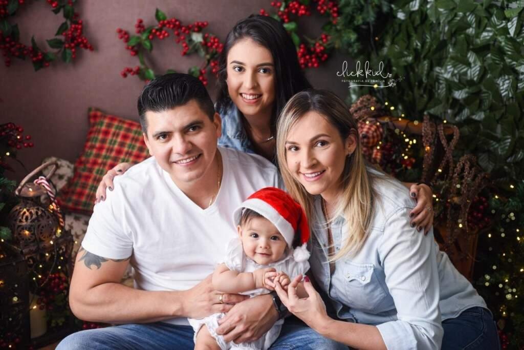 Família feliz de Tany Brito. (Foto: Click Kids)