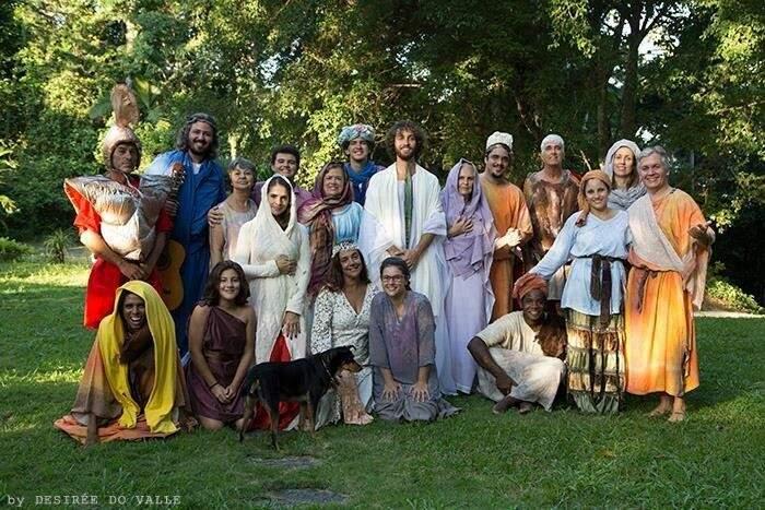 Elenco da encenação da Paixão de Cristo (Foto: Desirée Do Valle)