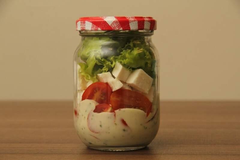 Salada de pote pequena serve 1 pessoa (Foto: Marcos Ermínio)