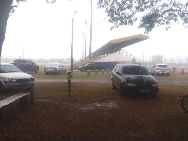 Chuva em Ponta Porã na tarde desta sexta-feira (Foto: Direto das Ruas)