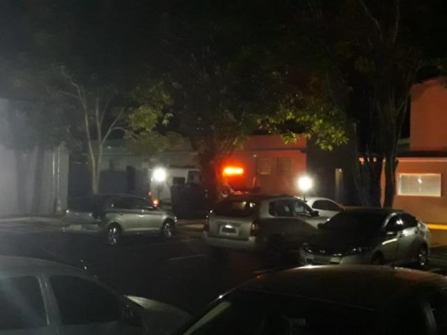 Viatura do sistema prisional estadual levou Mariano de volta ao Centro de Triagem; Giroto segue sendo ouvido. (Foto: Geisy Garnes)