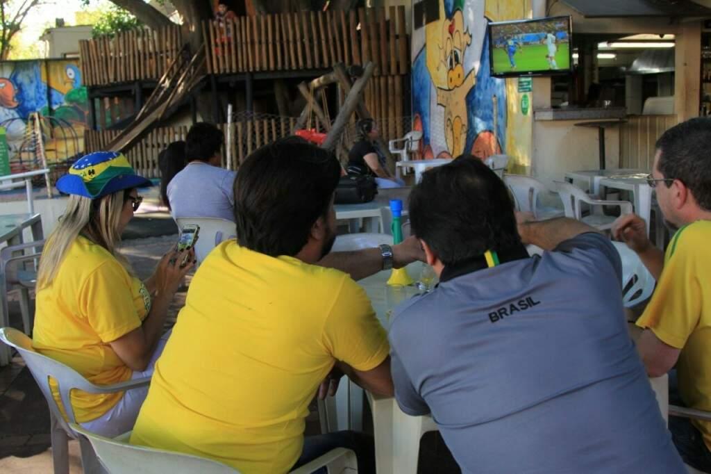 No último jogo, bares abriram de manhã para jogo do Brasil. (Marina Pacheco)