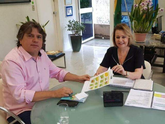 Caravina e Maria Cecília discutiram detalhes do início do ano escolar; reunião no dia 7 levará tema aos municípios. (Foto: Assomasul/Divulgação)