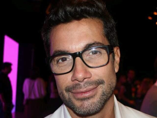 Fernando Torquatto é maquiador e fotógrafo.