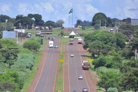Caminhoneiros driblam Justiça e bloqueiam rodovias estaduais em MS