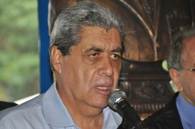 Governador firmou acordo que vai contemplar três categorias (Foto: Marcelo Calazans)