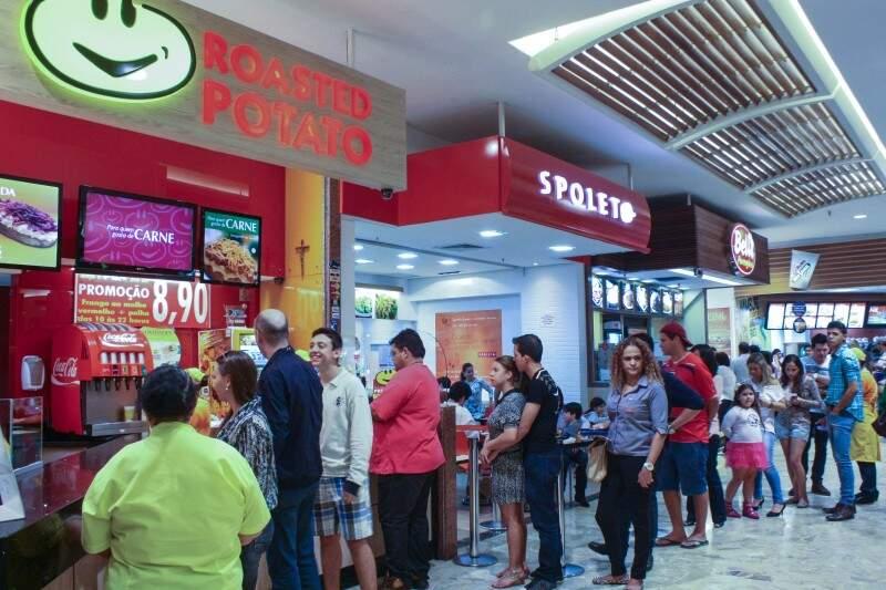 Filas para comprar a batata já duram 18 anos (Foto: Marcos Ermínio)