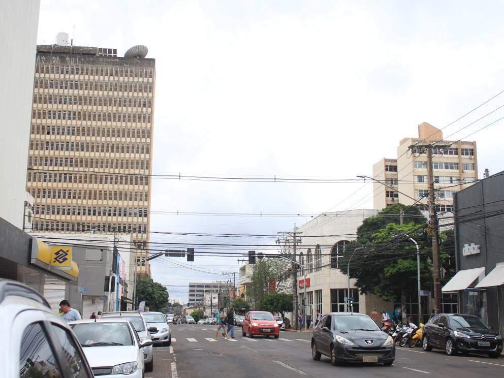 Registro de Campo Grande, na tarde desta quinta-feira, cujos termômetros marcam 24ºC. (Foto: Marina Pacheco).