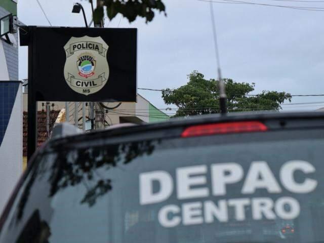O motorista do Fiat Uno foi preso em flagrante e encaminhando até a Depac Centro (Foto: Henrique Kawaminami)
