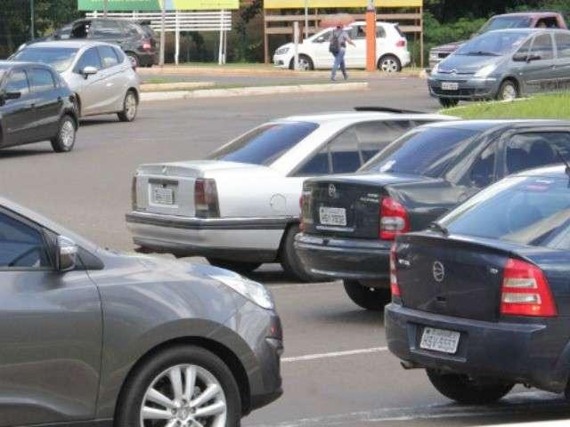 Licenciamento de veículos com placa de final 3 vence nesta quarta-feira