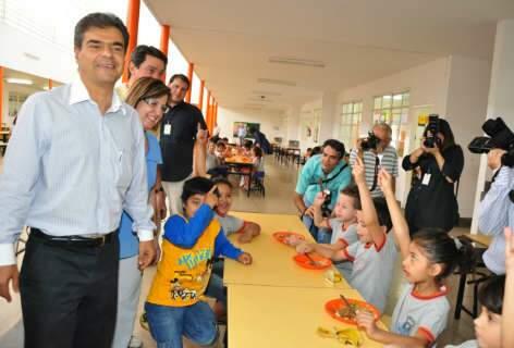 Sancionado projeto que tenta varrer guloseimas de cantinas de escolas