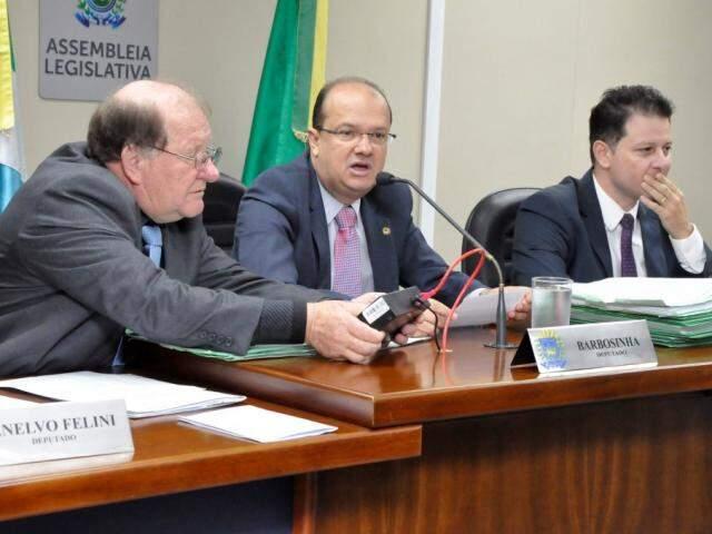 Deputados Enelvo Felini (PSDB), José Carlos Barbosa (PSDB) e Renato Câmara (MDB), durante reunião da CCJR (Foto: Luciana Nassar/ALMS)