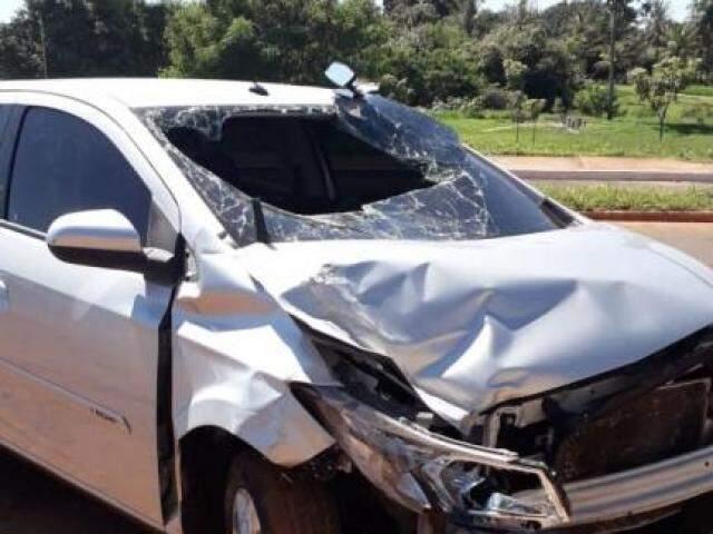 Motorista abandonou o carro na Av. Dr. Nasri Siufi. (Foto: Direto das Ruas)