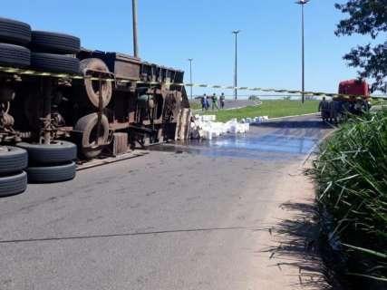 Equipe conteve vazamento de agrotóxico após carreta tombar, diz fabricante