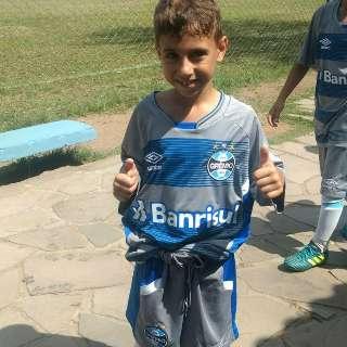 Aos 7 anos, Mateuzinho troca Rio Verde por Porto Alegre para jogar no Grêmio