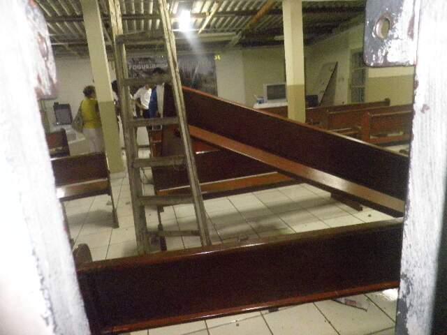 Igreja ficou totalmente destruída (Foto: Jane Araújo/Repórter News)