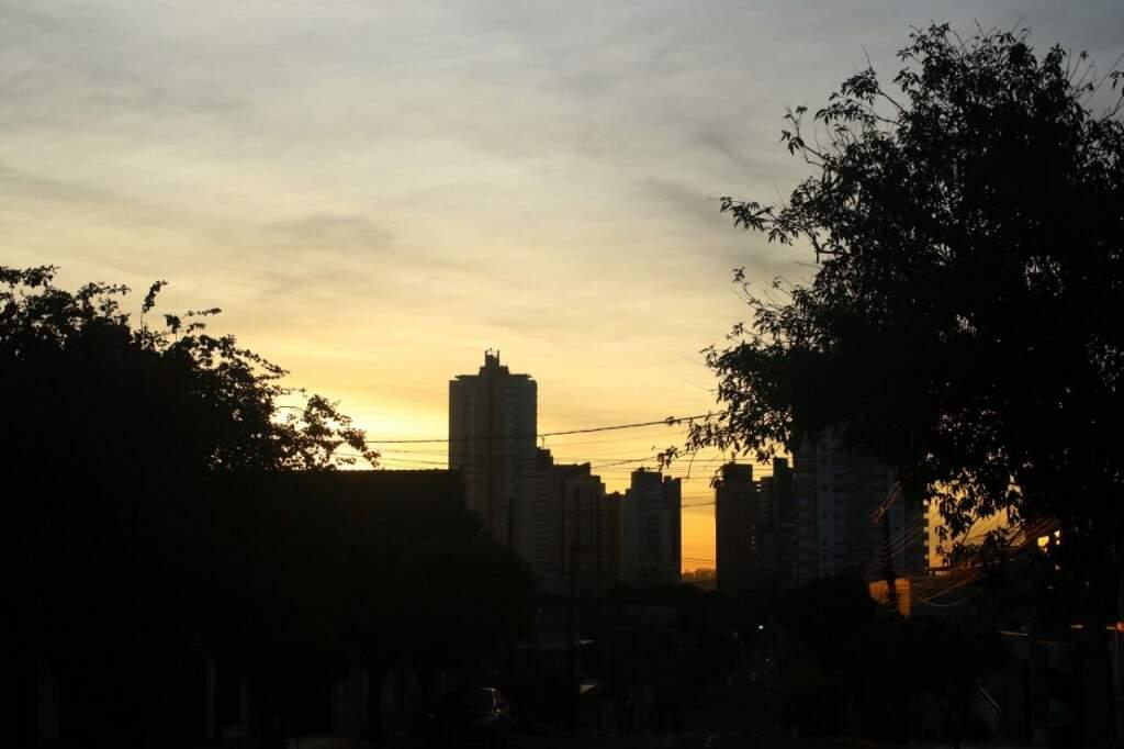 Campo Grande amanhece com céu com nuvens e mínima de 4ºC. (Foto: André Bittar)