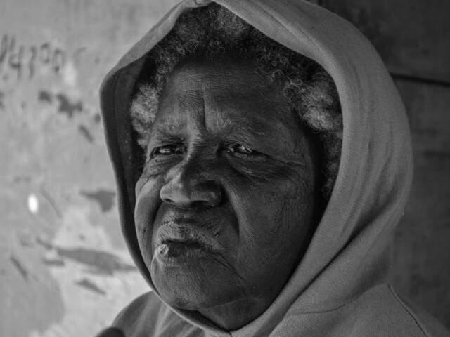 Maria, aos 79 anos, é a mulher mais velha do Porto da Manga. (Foto: Iasmim Amiden)