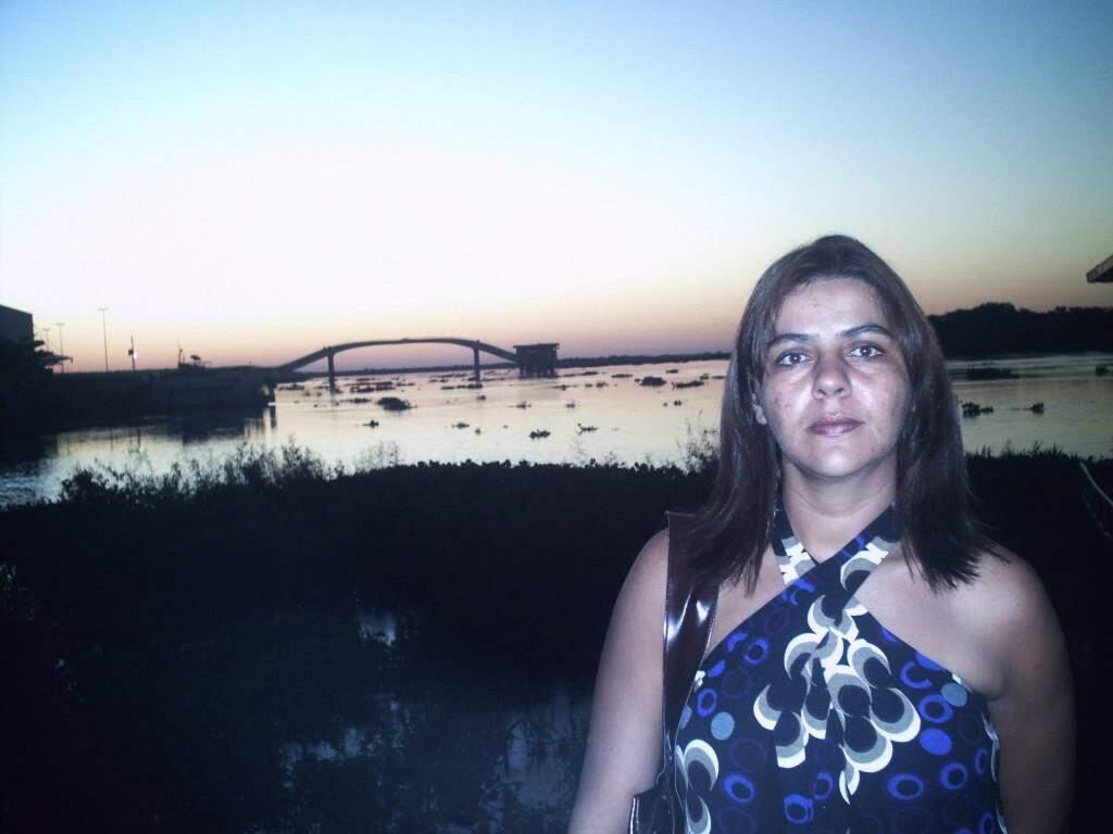 Mary Stella posa para foto (Foto: Facebook/Reprodução)