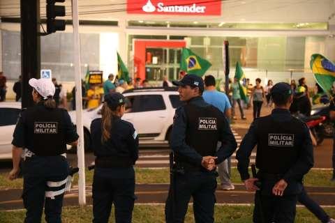 Manifestação contra Dilma e o PT ganha volume e avenida é fechada