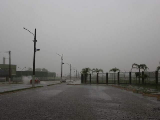 Chuva desta manhã chegou a quase metade do esperado para o mês inteiro (Foto: Helio de Freitas)