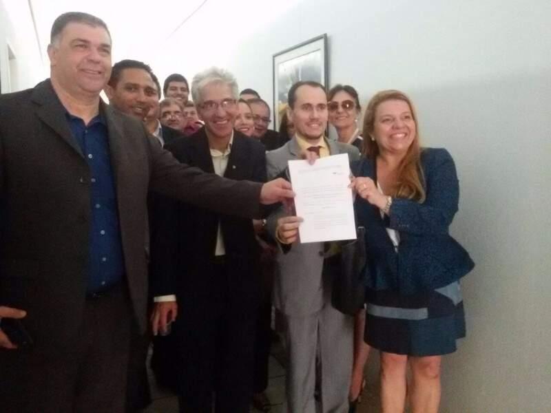 Advogados protocolaram documento na OAB-MS nesta quarta-feira. (Foto: Divulgação)