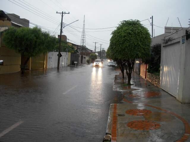 Chuva no bairro Jardim Autonomista.