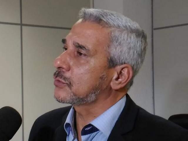 Superintendente do Procon, Marcelo Salomão, comanda operação em estabelecimentos da Capital (Foto:Kleber Clajus)