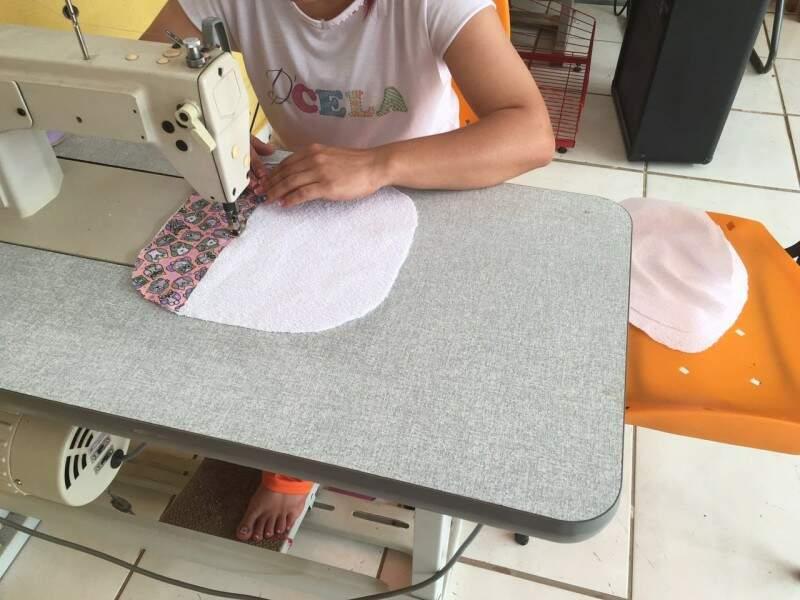 Rotina agora inclui costura dentro do presídio feminino de São Gabriel do Oeste. (Fotos: Divulgação)