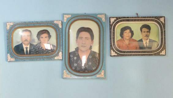 Familiares que criaram Adercina à esquerda e à direita. Ao centro, a própria. (Foto: Thaís Pimenta)