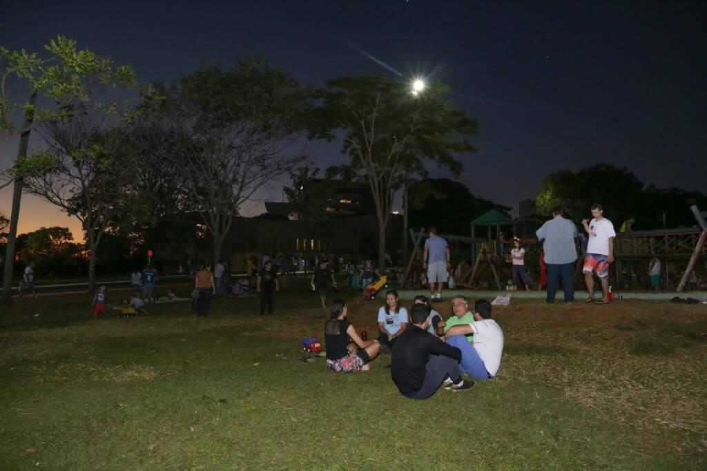 Família e amigos foram em grupos curtir um dia o parque (Foto: Kisie Ainoã)